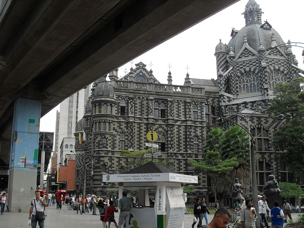 Iglesia_y_Plaza_Botero