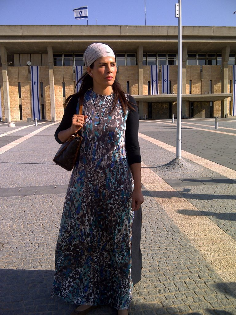 brave-miss-world-linor-outside-the-israeli-parliament-jerusalem